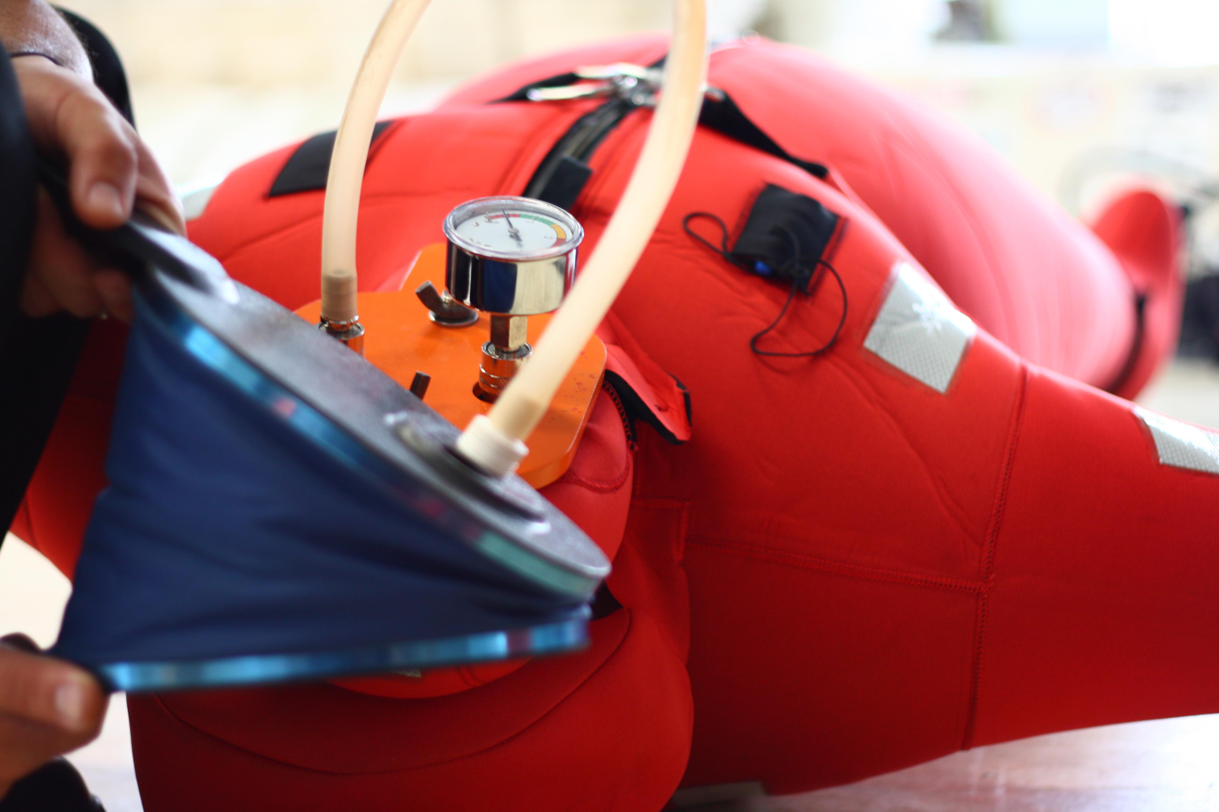 บริการตรวจสอบ เสื้อชูชีพ และชุดป้องกันอุณหภูมิ,Inspection of Lifejacket & Immersion Suit,แพชูชีพ, ZODIAC,แพชูชีพ throw over,แพชูชีพ davit launched,ซ่อมแพชูชีพ,เสื้อชูชีพ,liferafts,การป้องกันอัคคีภัย
